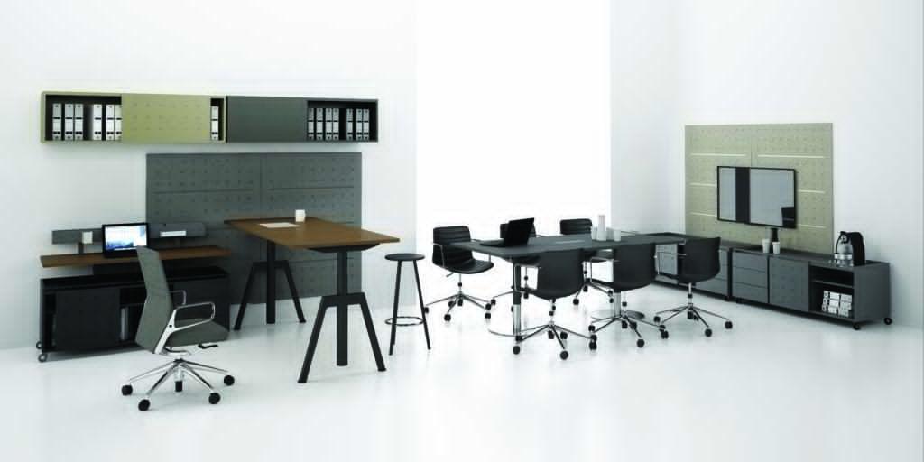 Biurko, stół konferencyjny, szafka, półki, ścianka System: Balma Plus